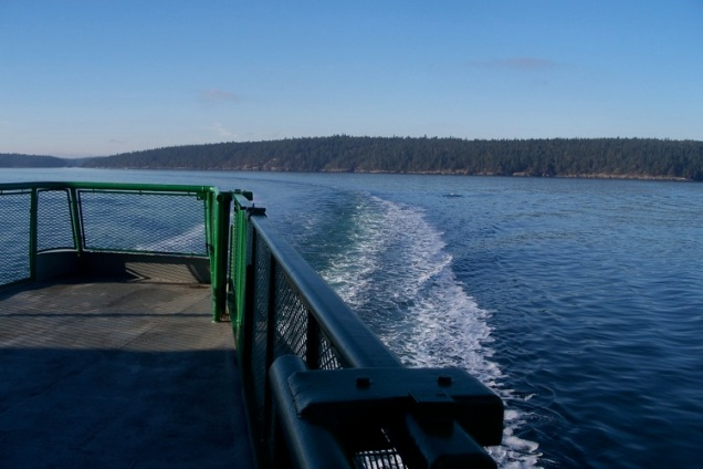 washington-state-ferry-back-view-san-juan-islands-washington
